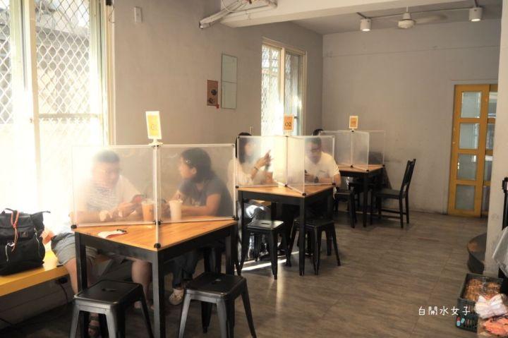 台中早午餐「卯食 mouth 美村店」,招牌燒肉蛋吐司,酥花腳麵線羹,甜味抹抹,卯起來吃吧!